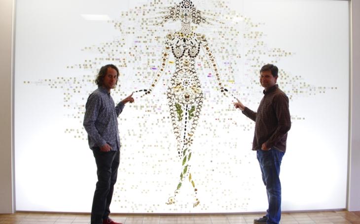 Bohyně země Gaia ze stovky motýlů sochaře Trpáka… V Českých Budějovicích je nový unikát, jmenuje se Mikrárium