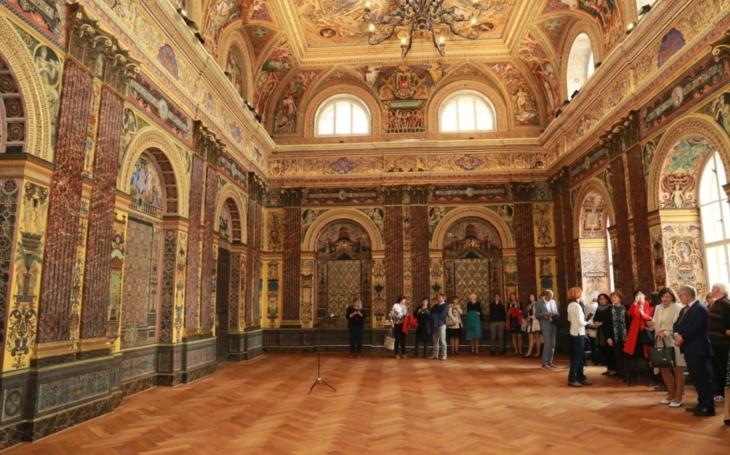 Nádherné fresky jsou již restaurované. Slavnostnímu sálu Komenia se vrátila jeho původní krása z konce 19. století