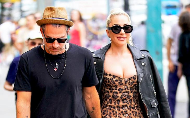 Lady Gaga míří pod čepec. Udičku jí hodil ve formě diamantového prstenu o 17 let starší lovec talentů. Sobota Pavla Přeučila