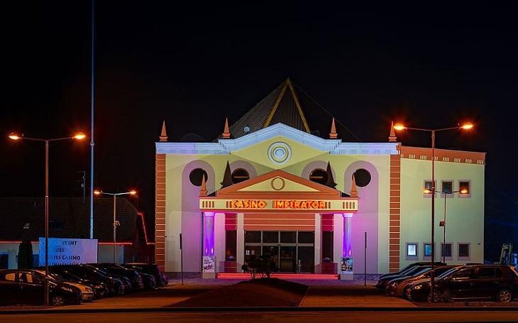 České pohraničí se mění v Las Vegas. Obcím, prosperujícím z kasin, se však nebývale daří