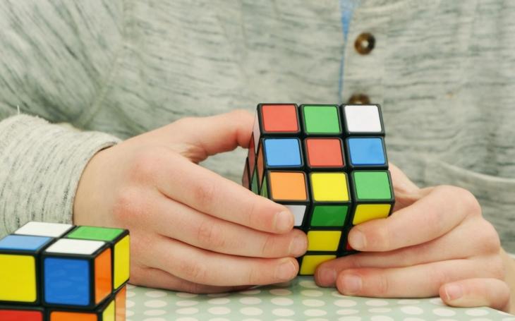Víkend pro fanoušky hlavolamů. Speedcubeři Rubikovy kostky se poměří na iQLANDIA Open 2018 v Liberci