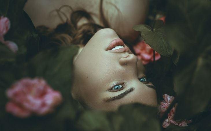 Vzorná holka jede přesně podle plánu druhých. Pak ale stačí jeden frajer, aby obrátil celý její svět naruby