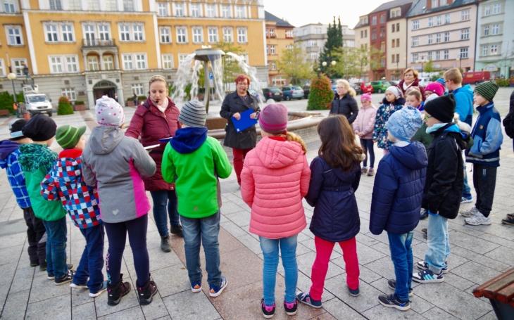 Komentované procházky dvojměstím Český Těšín – Cieszyn pro školáky, Ullmannovské slavnosti… Městská knihovna jede