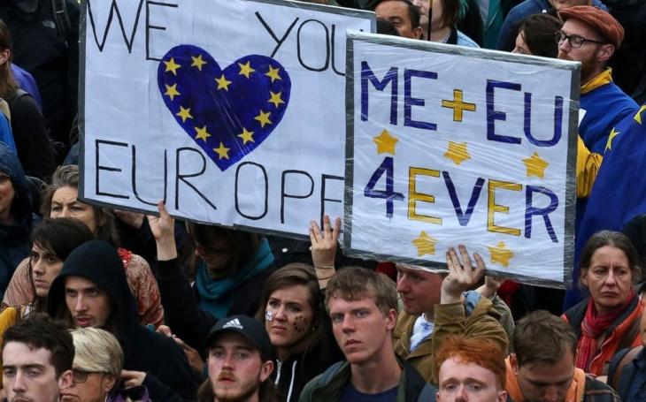 Kdo mohl vědět, že Brexitem se vstupuje do války. Komentář Štěpána Chába