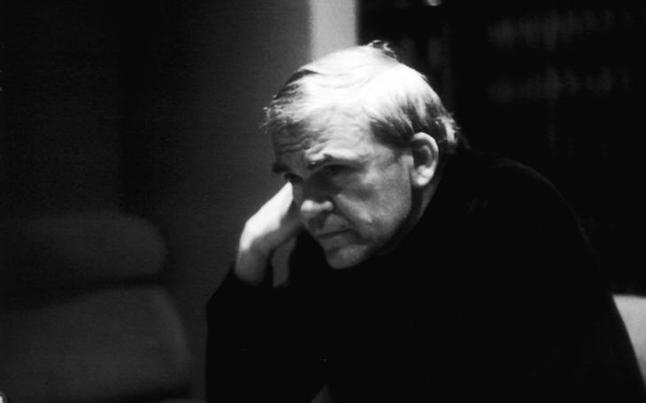 10 let od kauzy Kundera, kterého Respekt, asi oprávněně, obvinil z udavačství. A 10 let Kunderova mlčení. Přečetli jsme