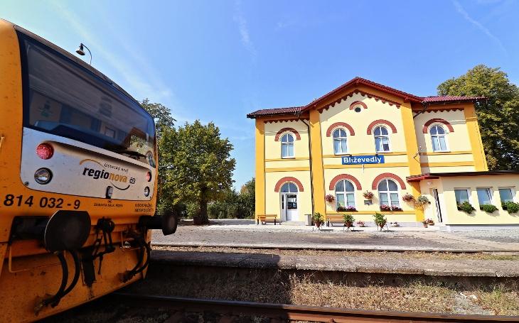 Nejkrásnějším nádražím ČR jsou Blíževedly na Liberecku. Do síně slávy je uvedl Tomáš Hanák, podívejte