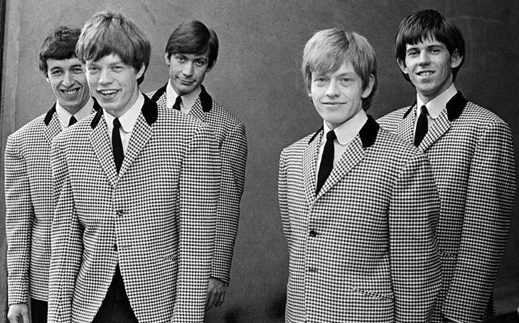 Zakladatel Rolling Stones svého prvorozeného syna počal se čtrnáctiletou školačkou