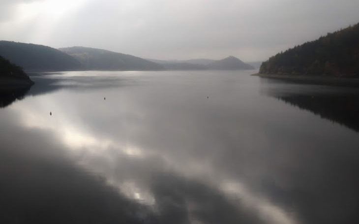 Putování kolem hráze Orlické přehrady. Krozhledně Milada, kterou postavili rovnou na Krchově… Český poutník