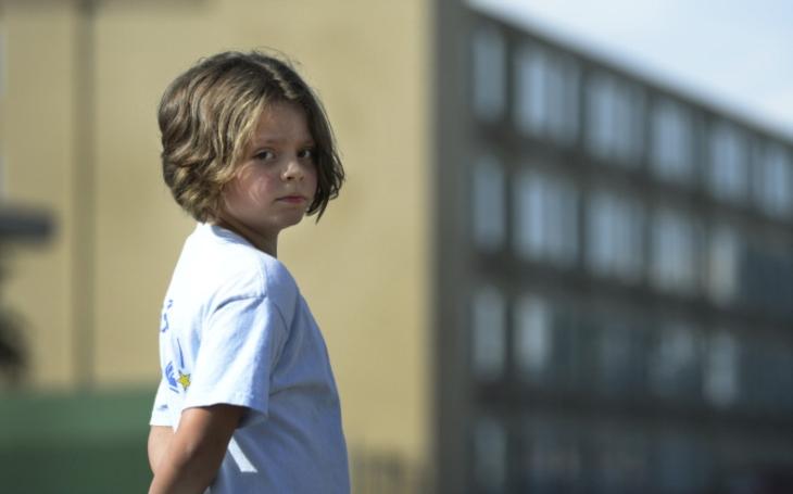Úřady s velkou slávou hlásí, že ušetřily 657 milionů na dětech. Komentář Štěpána Chába