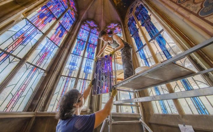 Staroměstský orloj opět láká na apoštoly, ale i na nádhernou výstavu. Vstup je zdarma