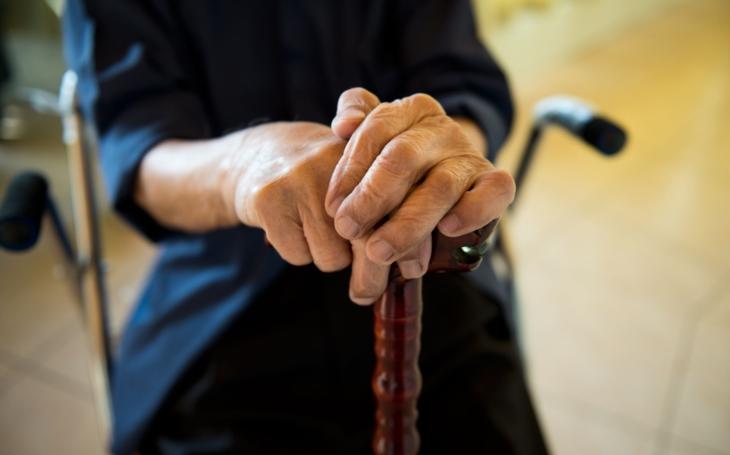 Senioři se cítí ve světě mladých ztracení a osamělí, vysvětlil zakladatel Senior pointů. Mluvil i o agresi, již zažívají