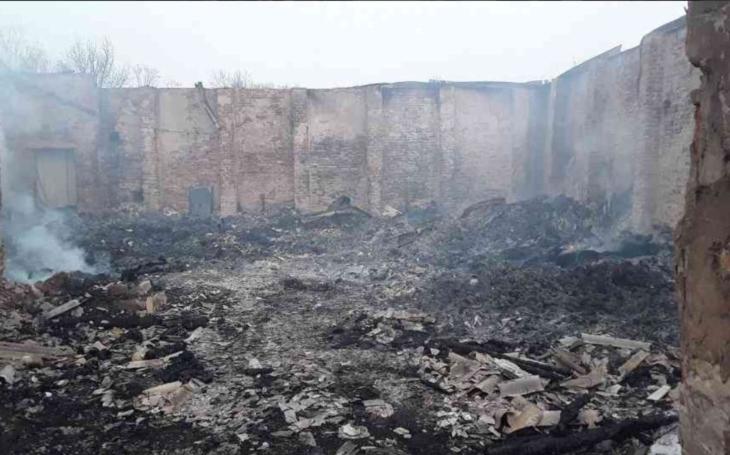 Vyhořela stodola se senem pro koně neziskovky v obci Spojil. Kraj se ihned rozhodl, pomůže s obnovou