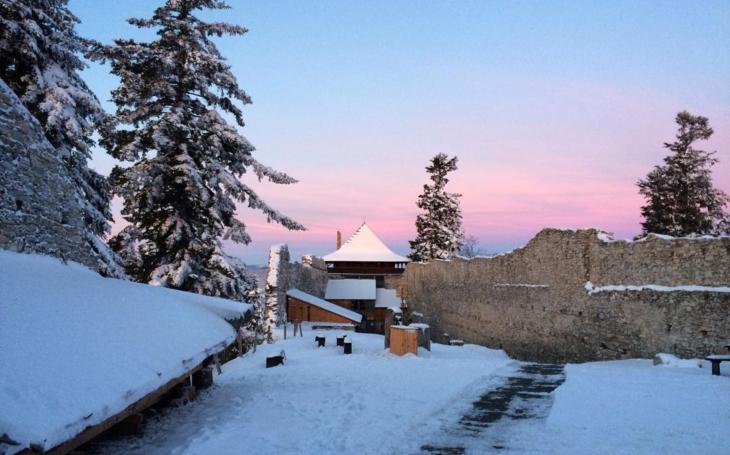 Historicky první oživená Mikulášská prohlídka... V srdci Šumavy leží hrad Kašperk se spoustou akcí o adventu, Vánocích i na Silvestra