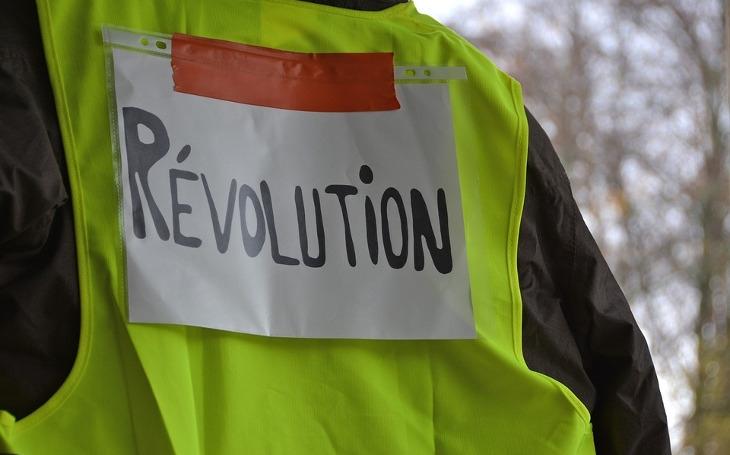 Požadavky Žlutých vest ve Francii jsou prostě rozumné. Z větší části. Komentář Štěpána Chába