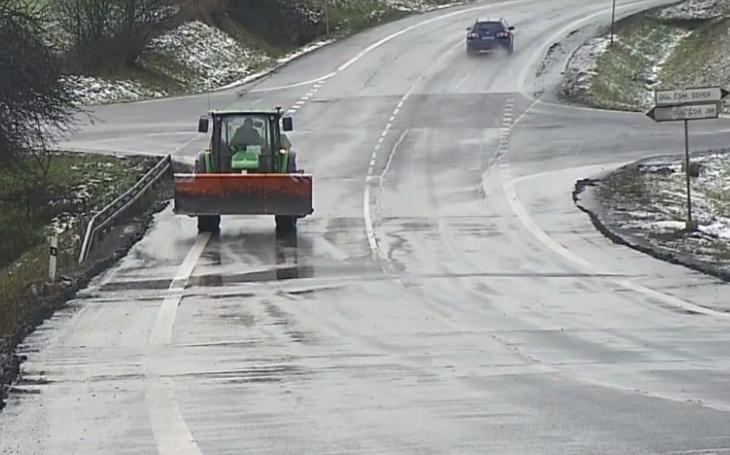 Kvůli OKD byly silnice pokryté špínou a starostovi bouchly saze. Stonavští topili boty i auta vagresivních důlních kalech, dokud...