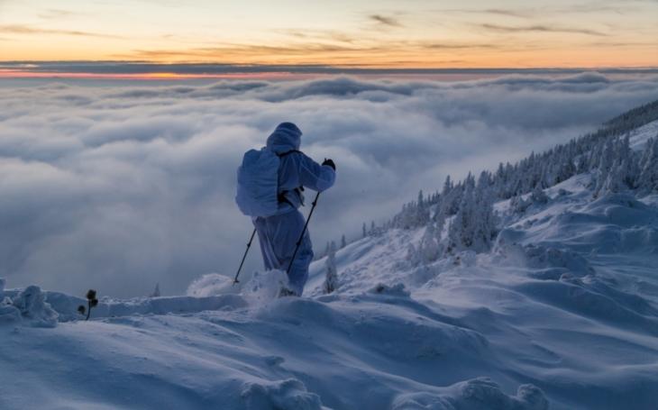 Jak přežít v zimě v přírodě, ale i při případném zajetí. Vojáci 7. mechanizované brigády cvičili na vrcholcích Krkonoš