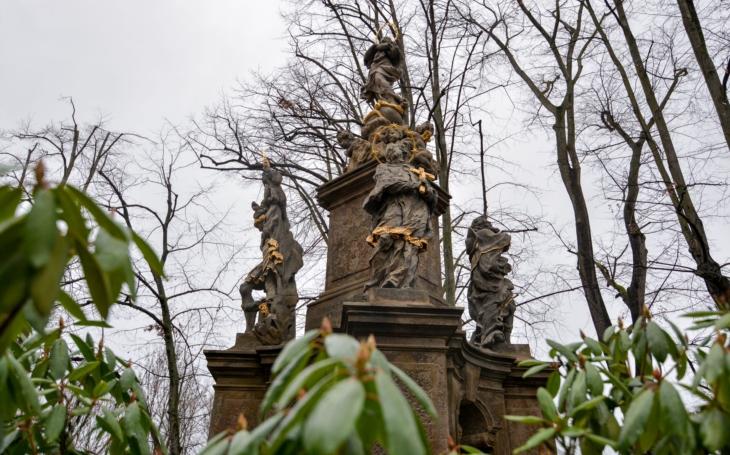 Z dílny velkého barokního mistra Matyáše Bernarda Brauna… Zrestaurovaný mariánský sloup je perlou kostelní zahrady