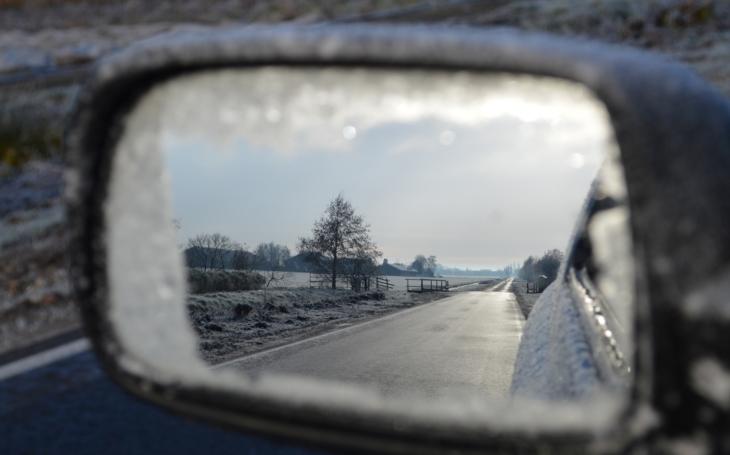 Rozbředlý sníh bude nebezpečně namrzat, ČHMÚ vydal výstrahu. Rady od mistrů, jak jezdit po sněhu a náledí