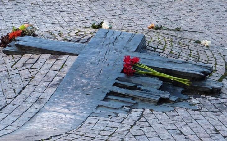 I přes mrtvoly? Znepokojující tabu kolem smrti Jana Palacha. Jedna sebevražda spouští lavinu dalších