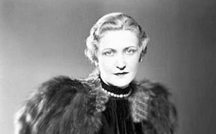 Těhotná byla desetkrát a Goebbels se o ni dělil s Hitlerem. Ideologie střídala jako ponožky, prý ve jménu lásky. Tajnosti slavných