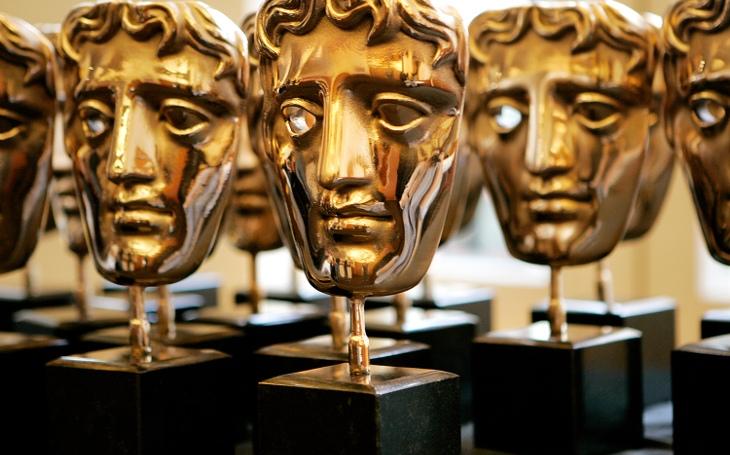 Ceny BAFTA začínají konkurovat Oscarům, dorazí půlka Hollywoodu. Ale jeden skandál tu přeci je... Sobota Pavla Přeučila