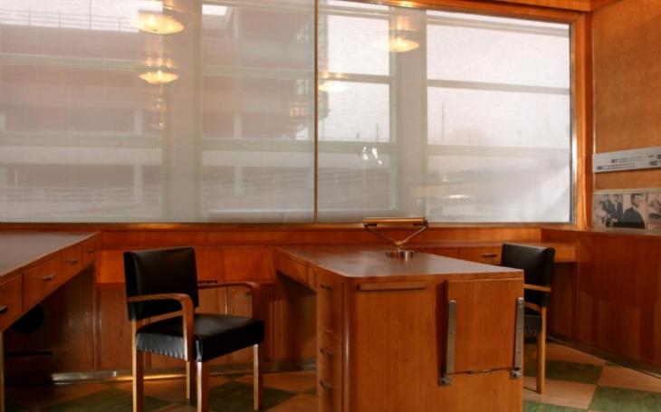 Baťův mrakodrap, Baťův osobní výtah, zařízený jako kancelář… Zlínské unikáty si kraj i město hýčká, teď zrekonstruovali páternoster
