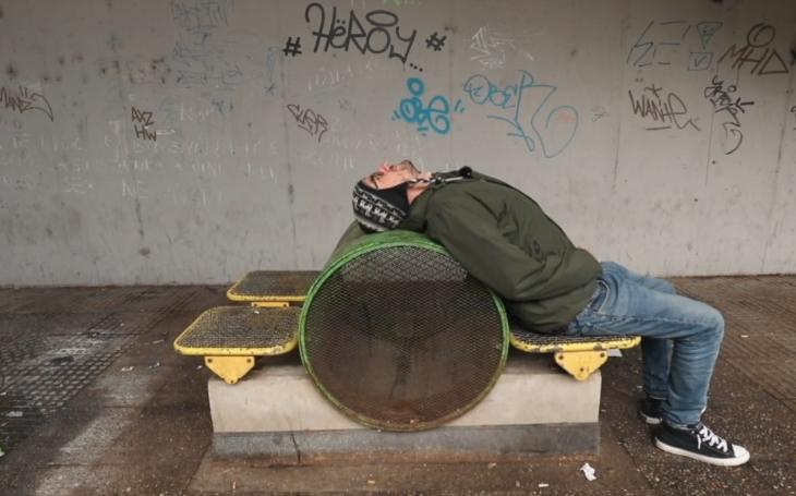 Opěvovaná Praha bez růžových brýlí: Hnus a špína velkoměsta, organizovaný zločin…