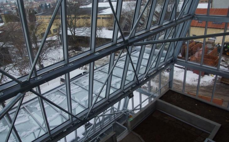Zahradnická a technická škola v Litomyšli se pyšní unikátní budovou se skleníkem pro chov vzácných živočichů