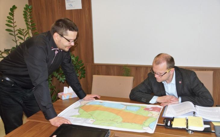 Obnovení těžby u Lohenic a Mělic by mohlo nevratně poškodit celou lokalitu, říká hejtman Netolický po jednání se starosty