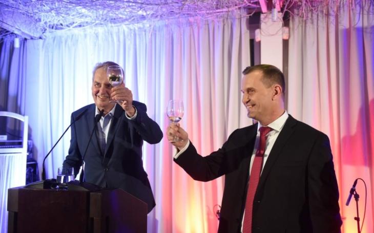 Trachtace na Barrandově ve znamení tajné líbačky Soukupa s… A zastavil se i Miloš. VIP skandály a aférky