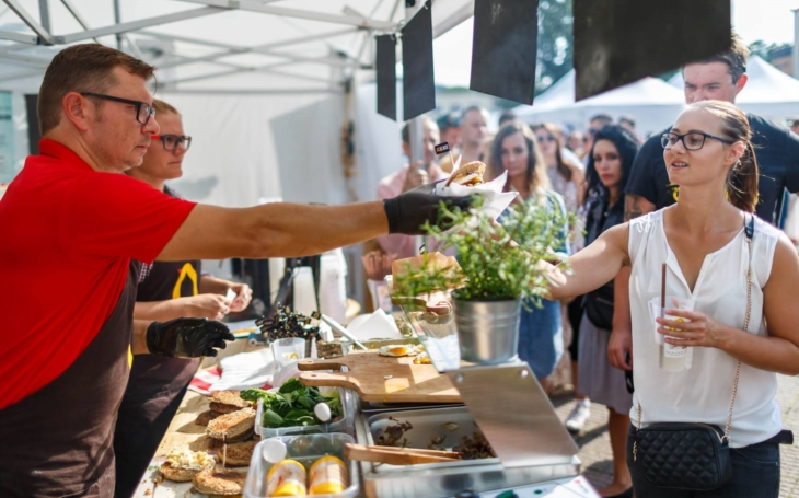 Raw potraviny, sous-vide, fusion kuchyně, finger food… Garden Food Festival vyráží, poprvé zavítá i do Uherského Hradiště