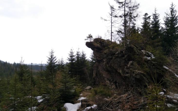 Tajemná skála v Jeseníkách s názvem Mrtvý muž má svůj příběh… Český poutník