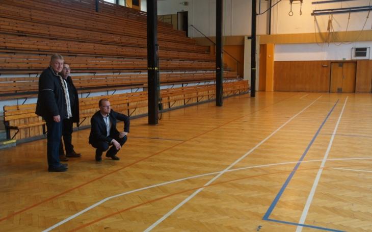 Slouží nejen studentům, ale i sportovním klubům... Tělocvična orlickoústecké umprumky dostane novou podlahu a obložení