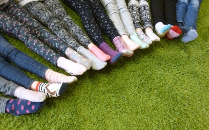 Dnes si oblékněte každou ponožku jinou, vyjádříte podporu ´Downíkům´. Kdy si letos vzít ručník a kdy ohrnout kalhoty?