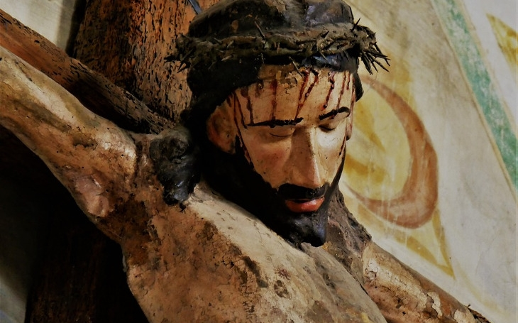 Stejně jako islám, i křesťanství je zamrzlé v pekle středověku. Komentář Štěpána Chába