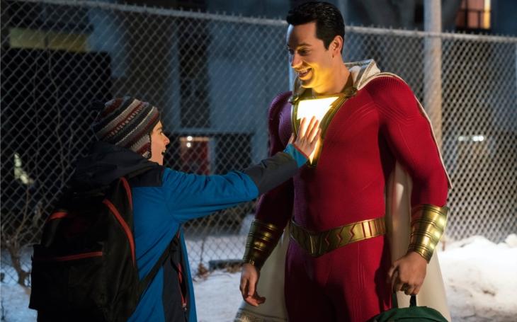 Přichází Shazam, pořádně praštěný superhrdina, který, jen tak mimochodem, zachrání svět. Premiéry Pavla Přeučila