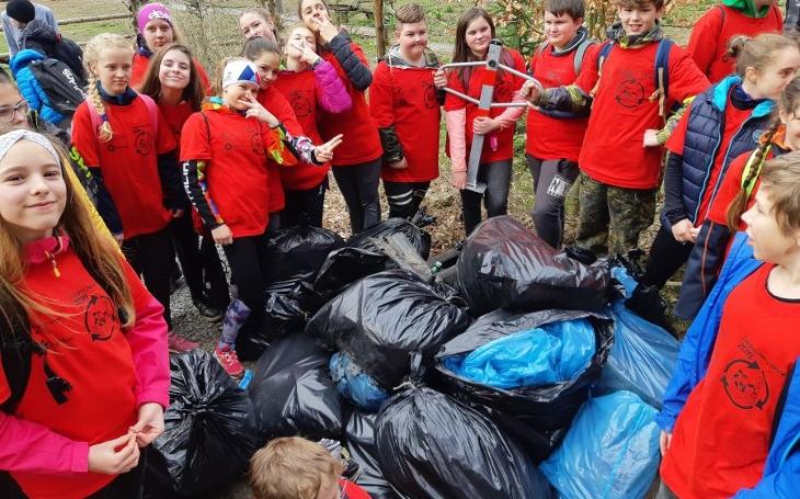 Zrůdné chování lidí. Do řek v jediném kraji naházeli šestadvacet tun odpadu. Včetně gauče