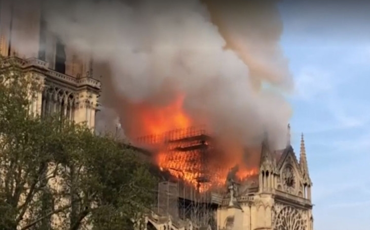 Pray for Notre-Dame. Allahu Akbar for Notre-Dame. Komentář Štěpána Chába
