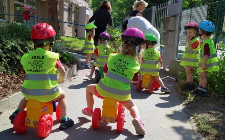 Praha 5 má velké štěstí, do jeslí zde berou děti již od 15 měsíců. Právě začínají zápisy do skvělých jesliček Na Hřebenkách