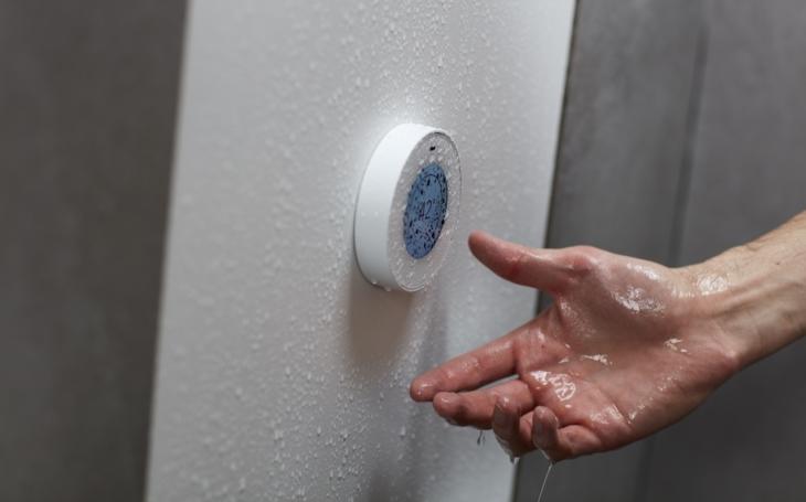 Chcete ušetřit při sprchování až 90 % vody? Hloupá otázka, že. A ono to jde, v Českých Budějovicích otevřeli...