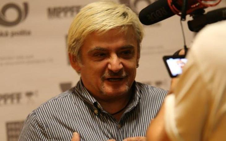 U hlavy škrtiče, přesto chtěl být nejlepší herec na place. A oznamuje se láskám vašim, že Vaculík a Hrubešová...  VIP skandály a aférky
