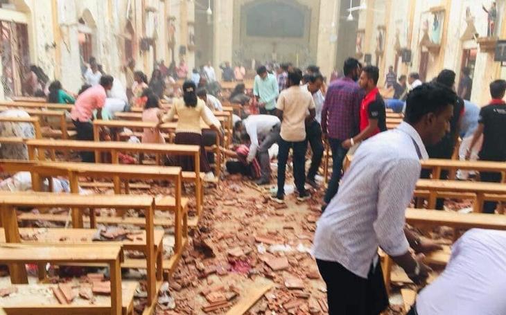 Strašlivý masakr na Srí Lance vyvolává pochybnosti. Kdo za ním stojí? Vinu nese i trestuhodná ignorace