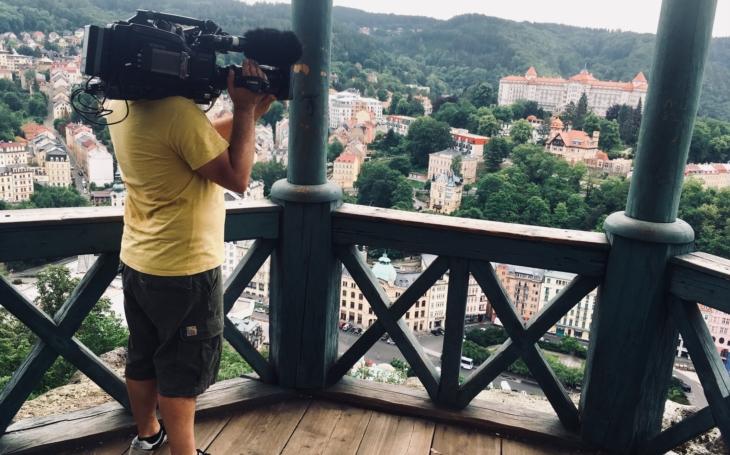 Dívaly se dva miliony Francouzů: Ve Varech se seznamují manželé na první pohled. A prožijí zde svatební cestu