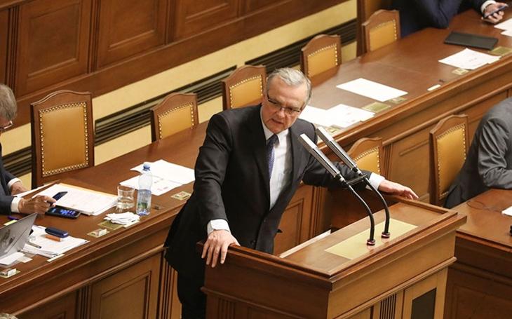 Poplach ve sněmovně. Vedení státu je neschopné a jde mu jen o udržení moci. Z financí je ministerstvo propagandy