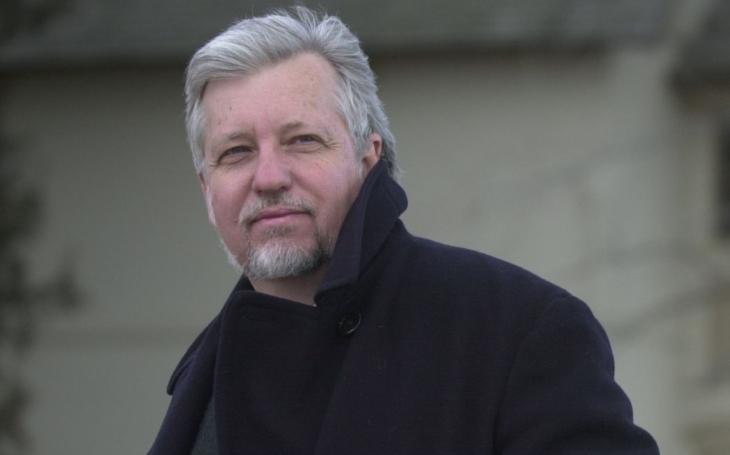 RECENZE Autor Terroru nebo eposu Hyperion přináší příběh čtenáře myšlenek. Dan Simmons, Pustá duše