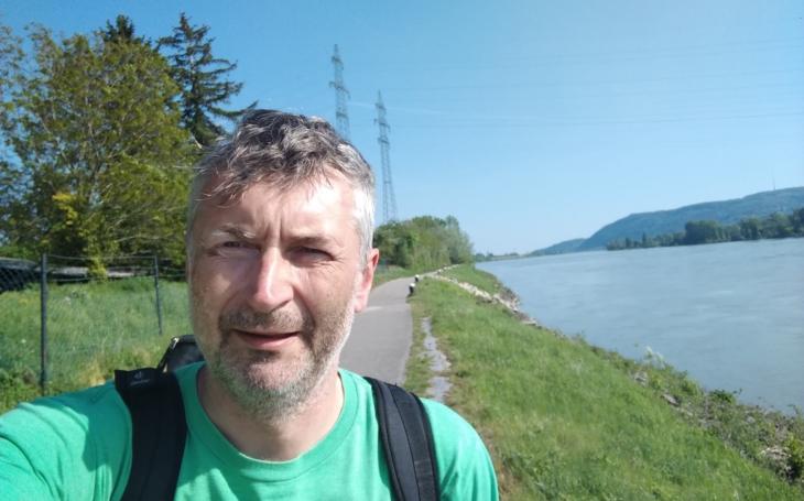 Na poslední cestě nebýt sám… Ředitel hospice šel pěšky do Vídně, aby upozornil na sbírku na péči o umírající děti