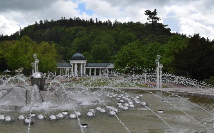 Pendolinem do lázní zazpívat si s kouzelnou fontánou. Český poutník