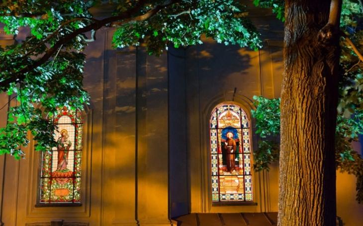 Magická noc kostelů láká do chrámů víry i nevěřící. Děti pomáhají získat nové zvony
