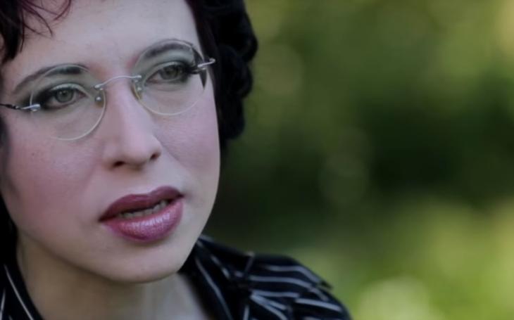 RECENZE Odzbrojující Sofi Oksanen a její Psí park. Místo, kde lidé přestávají být lidmi