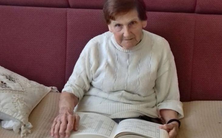 Paní Marie nechtěla do domu důchodců, tak rodině lékaři poradili, ať babičku zbaví svéprávnosti… Kraj i rodina zasáhly